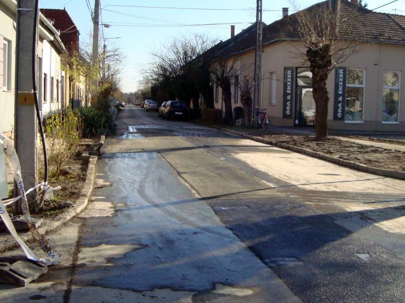 Az utcákról télen fedél alá terelt agg, motorizált jószágok ismét szebbé varázsolják a forgalmat.