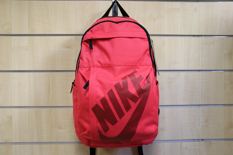 4c66c0481ca8 Nyerj egy gyönyörű táskát a Schiszler Nike Sport szaküzlettől és válogass  kedvedre őszi-téli kollekciójukból